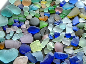 From the Sea Glass Association - http://www.seaglassassociation.org/RealVArtificial.html
